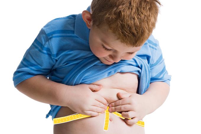 Associação entre peso ao nascer e o excesso de peso na infância